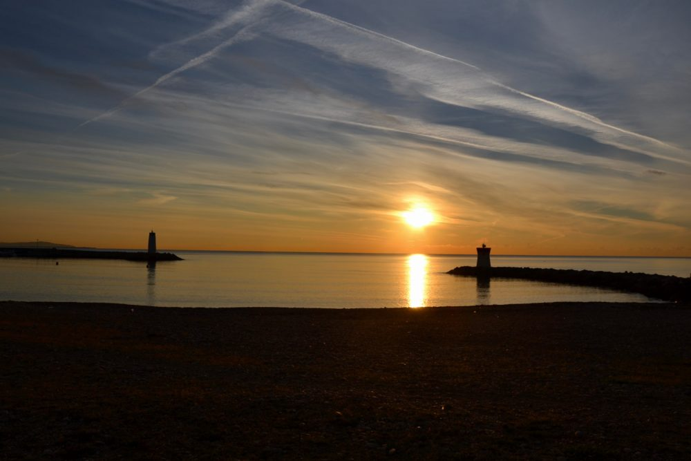Plage de Marina baie des anges coucher de soleil