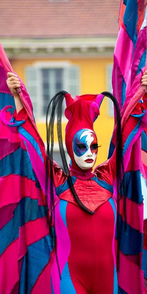 carnaval-echasse-roi-espace