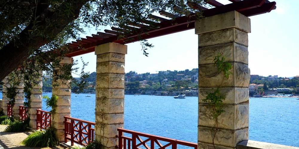 mer-jardin-villa-grecque-kerylos