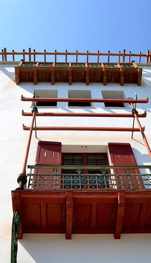 villa-facade-grecque-kerylos-
