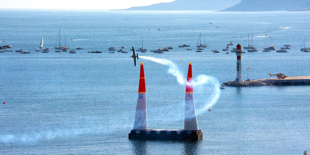 cannes-red-bull-air-race-pilote-avion-croisette