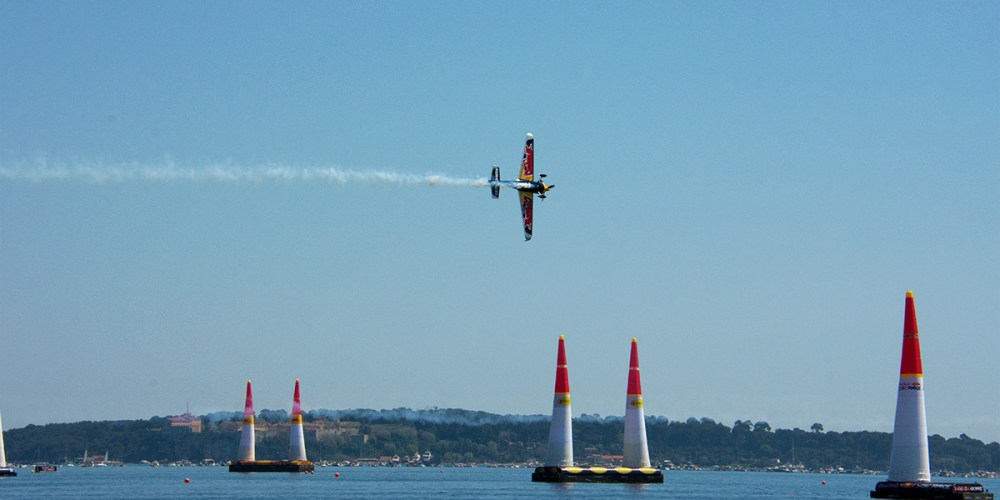 red-bull-air-race-cannes-croisette-hotel-pilote