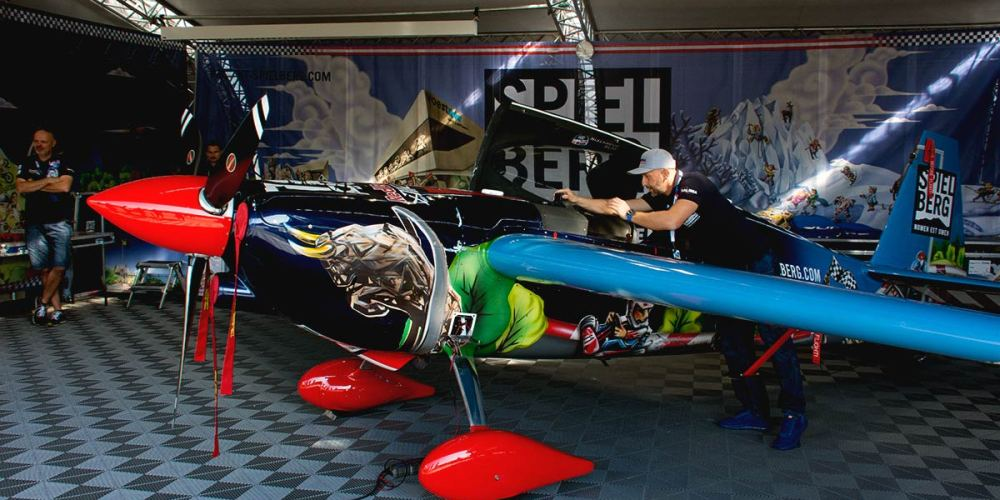 red-bull-air-race-hangar-cannes-mandelieu-aeroport