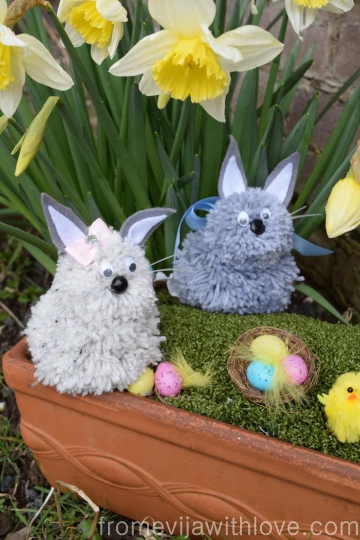 diy-pom-pom-bunnies