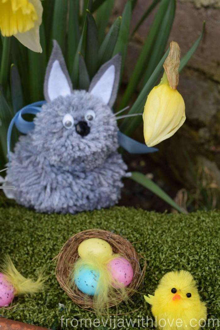 pom-pom-bunny-grey
