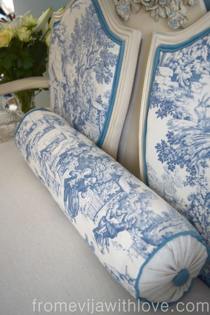 toile-de-joy-pillow