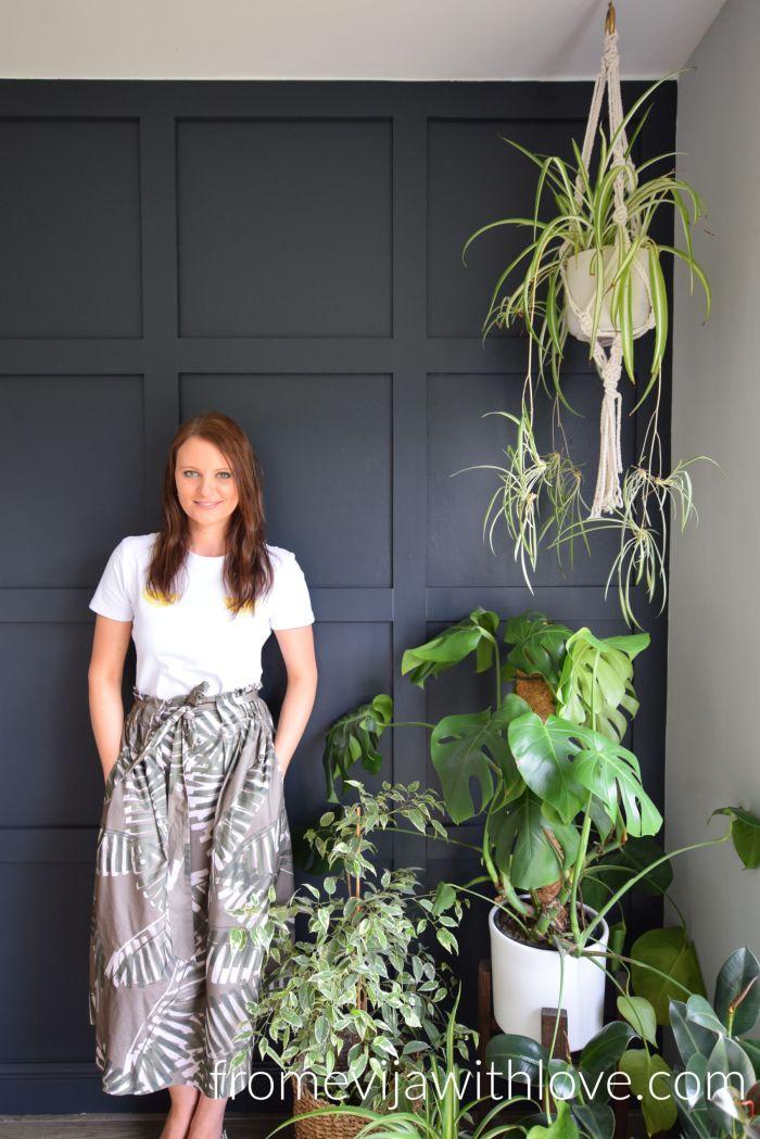 PAnel wall, Dark Grey and plants