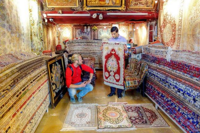 Buying persian carpet in iran