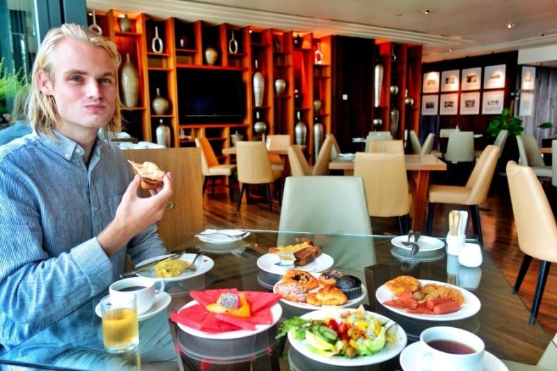 GTower_breakfast