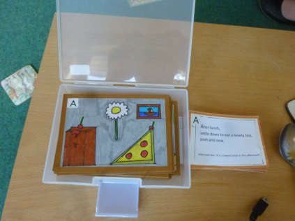 The karuta set was presented to the school