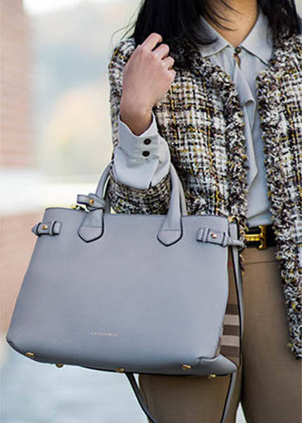 Burberry Banner Bag street style outfit-2