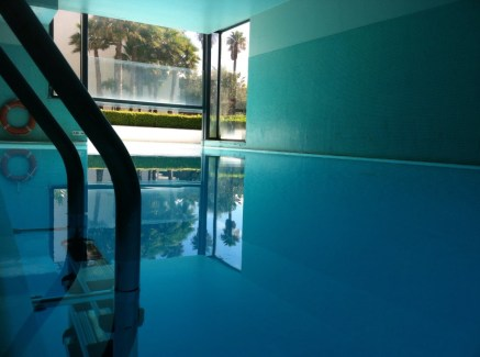 2. Nadamos na Piscina aquecida do Vidamar Resorts Madeira