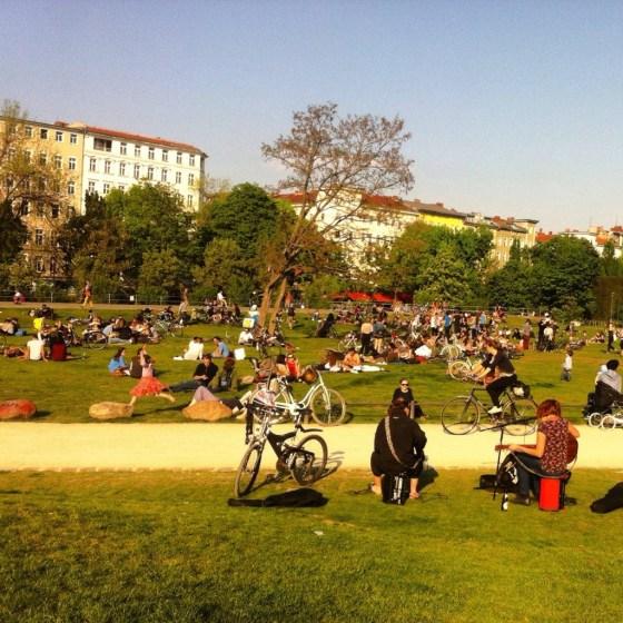Numa tarde de sol, relaxa-se no Golitzer Park