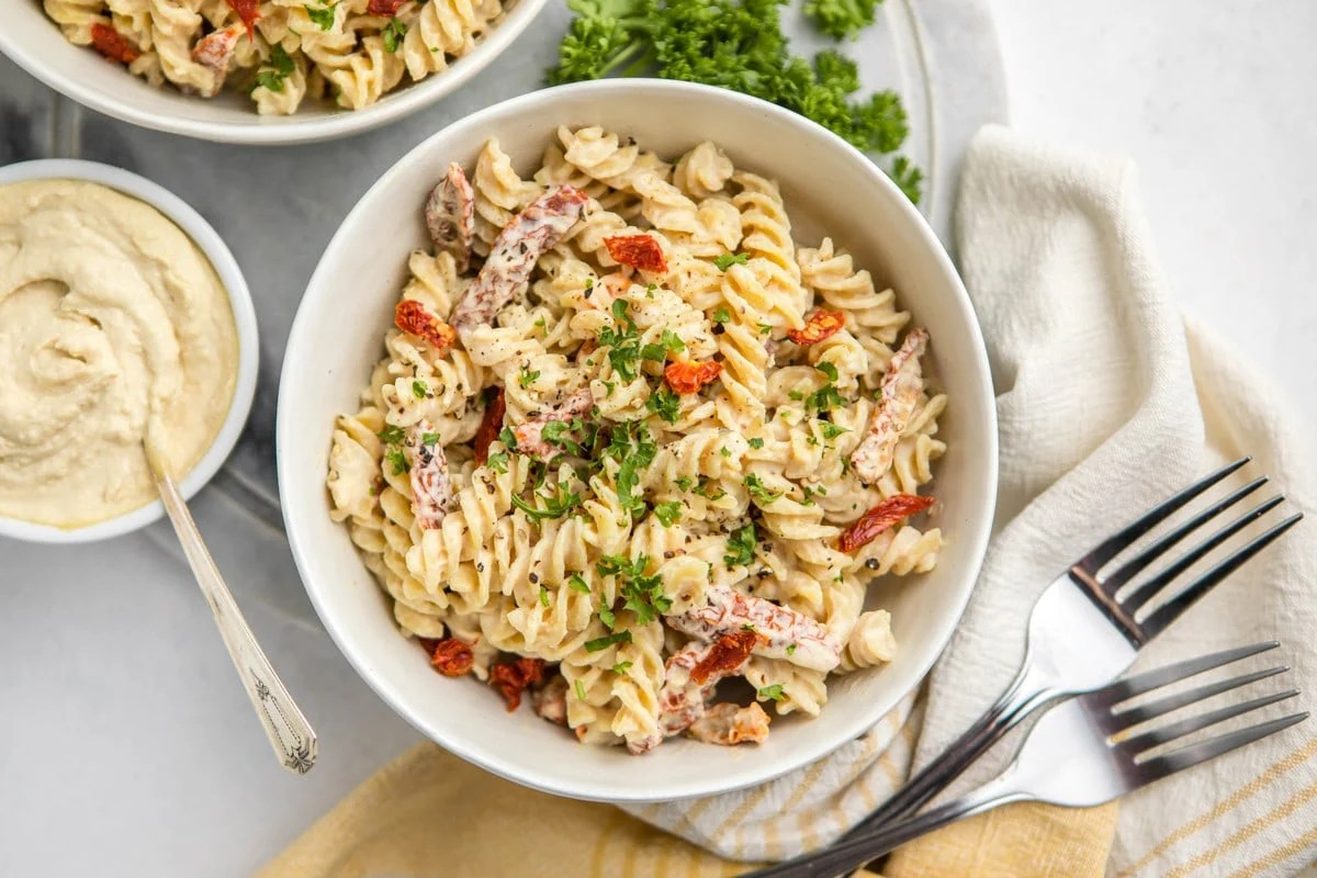 5 ingredient hummus pasta