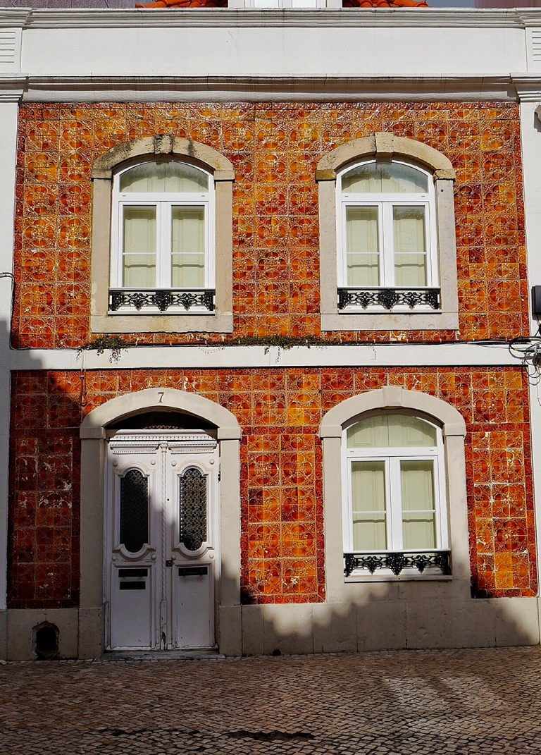 Cascais earthenware house facade