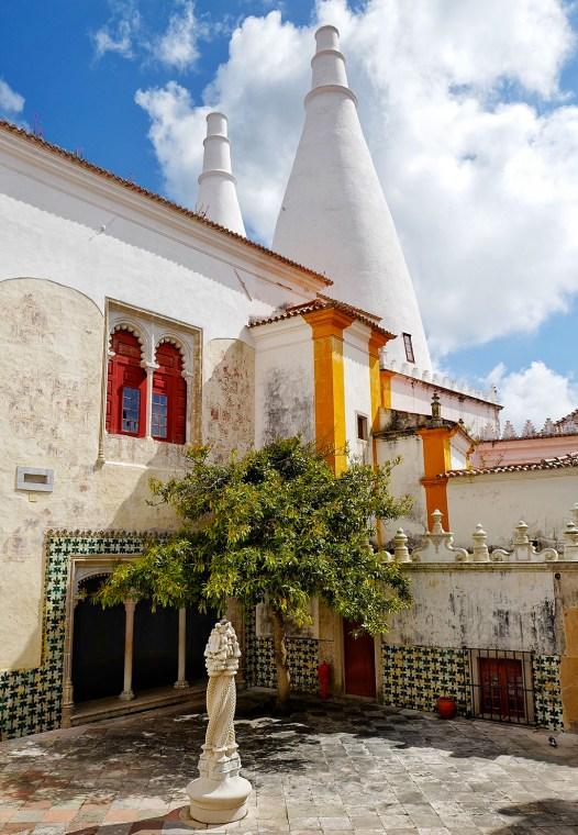 Cour dans le palais de Sintra