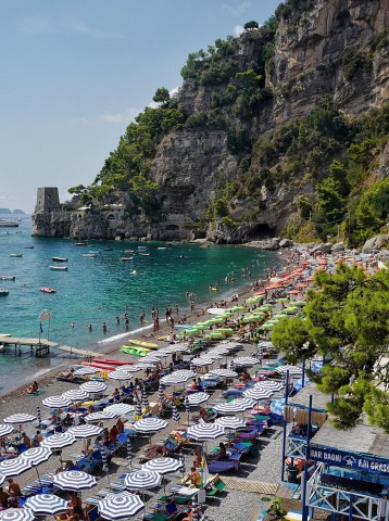 Tour Clavel et plage de Fornillo, Positano, Italie