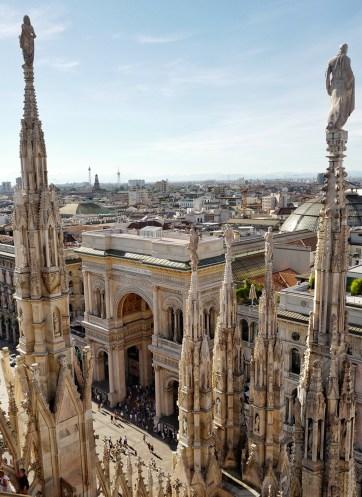 Vue du Duomo sur la place