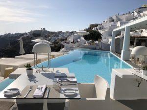 Piscine du Kirini Hôtel Oia, Thira Grèce