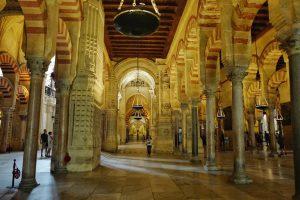 Nef centrale de la Mosquée à Cordoue