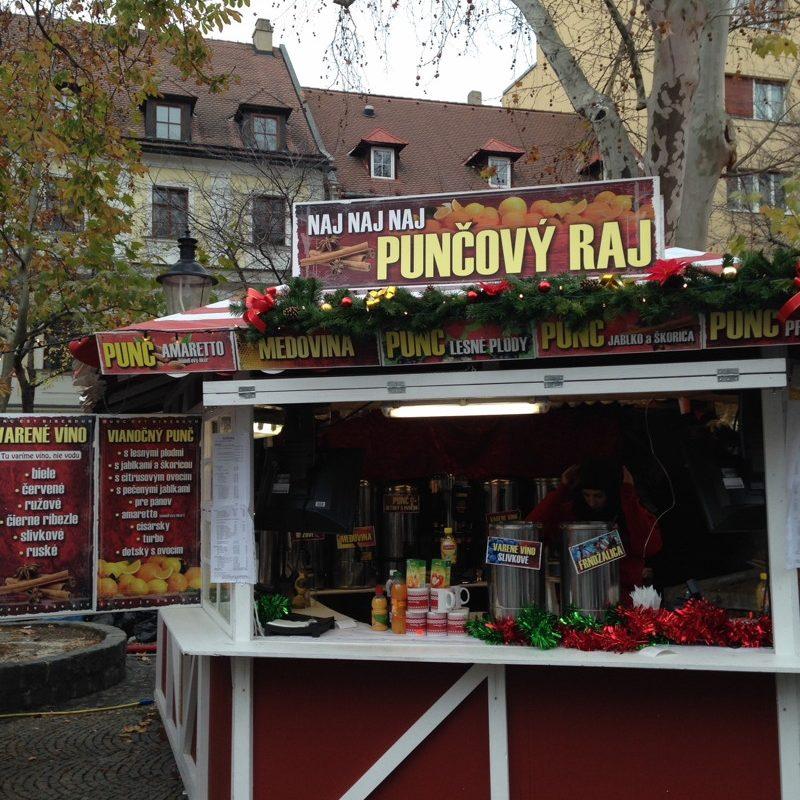 Glühweinstand Weihnachtsmarkt Bratislava