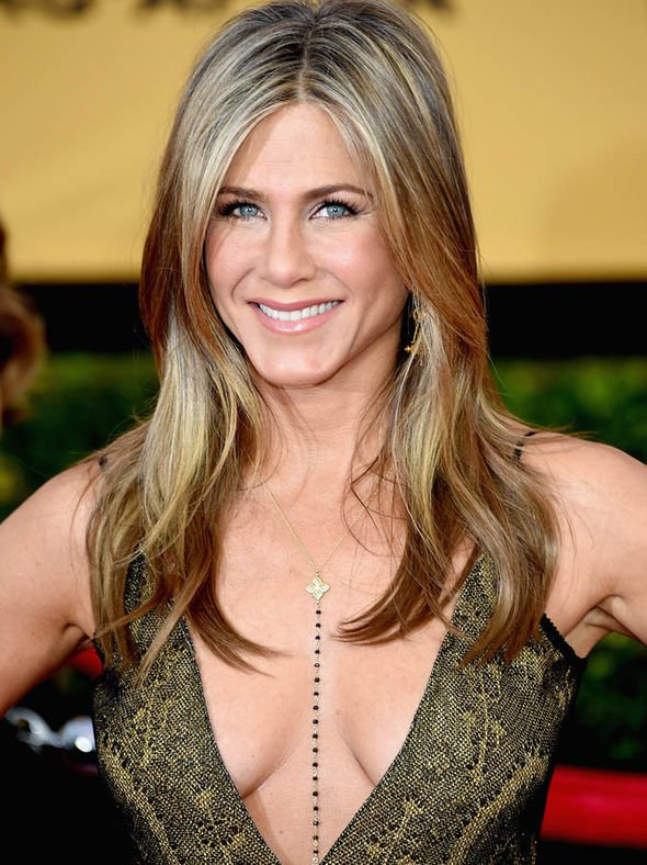 Jennifer-Aniston-age-birthday-50th-hottest-pictures-1733372