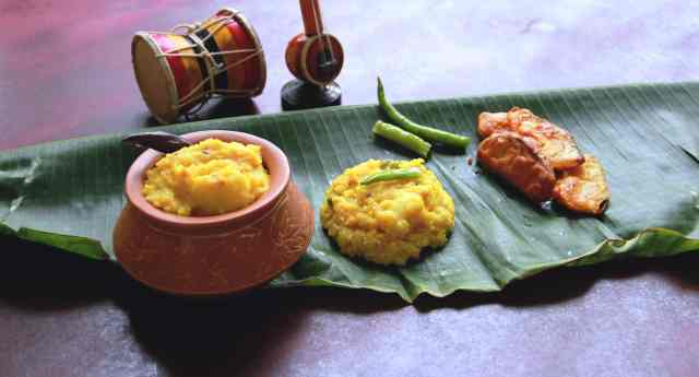Khichuri, a bengali delicacy, #fromthecornertable, from the corner table, fromthecornertable, food blog, travel tuck-in talk, recipe, khichdi, bengali food, comfort food, healthy food, homemade, indian food, indian recipes; Photo: Vaibhav Tanna