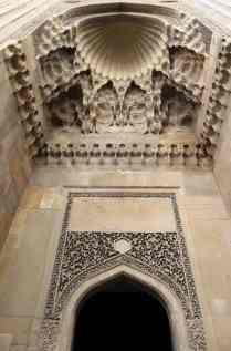 The entrance to the divankhana was recreated with the help of textbooks and writings of the ancients.