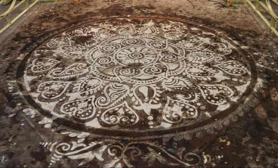 fromthecornertable, from the corner table, durga puja, bonedi bari puja, chhatu babu latu babu, alpana, floor art
