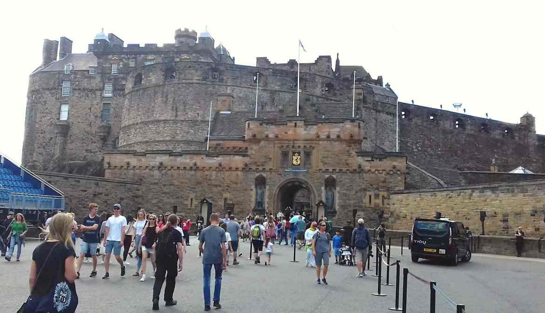 Edinburgh Castle, fromthecornertable, FromTheCornerTable