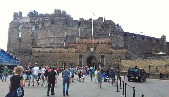 Edinburgh Castle, fromthecornertable, FromTheCornerTable