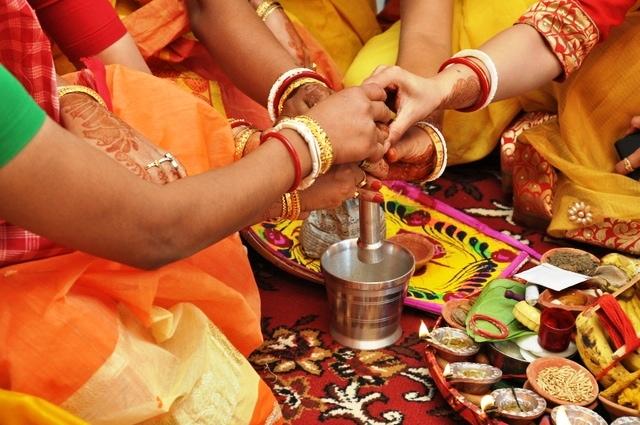 fromthecornertable, from the corner table, bengali wedding, indian wedding Copyright: Gautam Chakravarty-Megha Hariramani