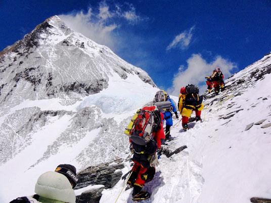 mt-everest-climbing