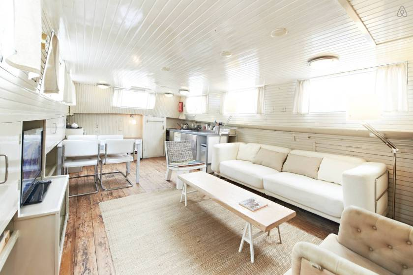Houseboat to rent, Amsterdam, central location, 2 bedrooms, sleeps 4 VIA From the Poolside blog on boutique hotels and stylish rentals