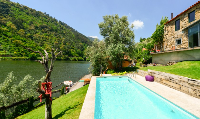 Casas Pousadoro, Douro valley, Portugal. Several appartments to rent with common pool.