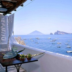 A small house (one bedroom) to rent on the island of Panarea, one of the aeolian islands in Italy, with great view over the sea and Stromboli