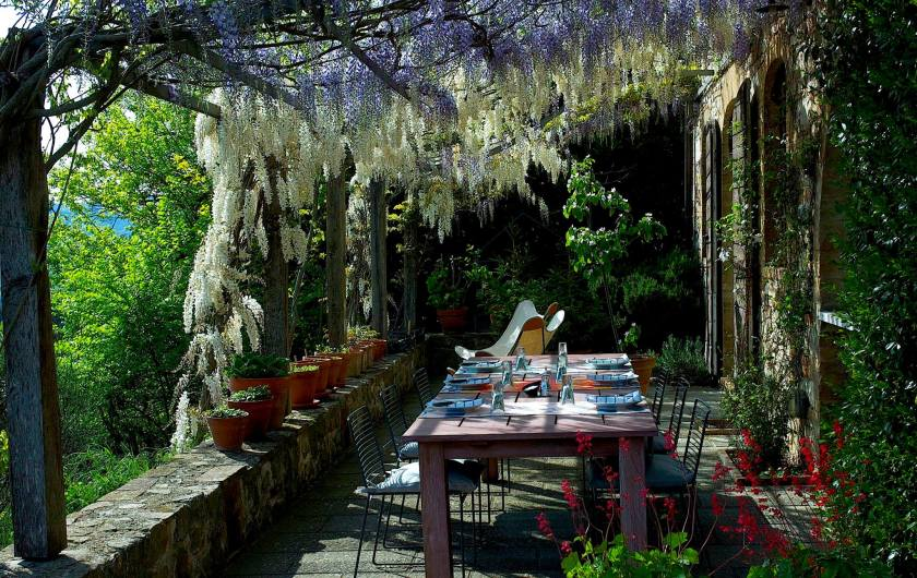 umbro-bed-breakfast-italy-outdoor-dining
