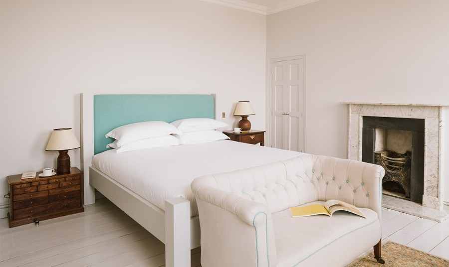 Chapel House Penzance, a small and charming hotel in Cornwall by the sea. Read the post to discover more stylish and small hotels with interiors charm.