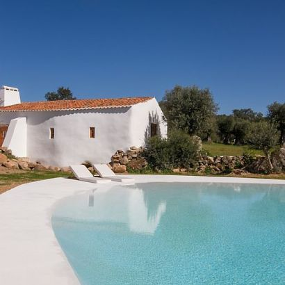 Casas Caiadas, lovely villa rental in Alentejo Portugal, with a beach entry pool.