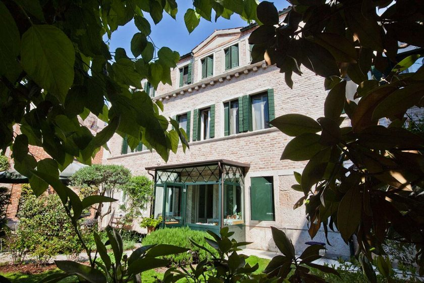 Otre il Giardino, one of the 6 family-friendly hotels and rentals in Venice. More choices on the blog.