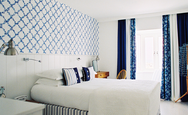 Trevose hotel in Cornwall, a fresh and stylish seaside hotel. Read the post to discover more stylish and small hotels with interiors charm.