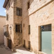 This blog is mostly about boutique hotels that welcome families but once in a while, you may want to go for a romantic weekend for the children. If so, a sunny escape to Spain could be a good idea and I have the perfect place for you: N°4 Benissa.