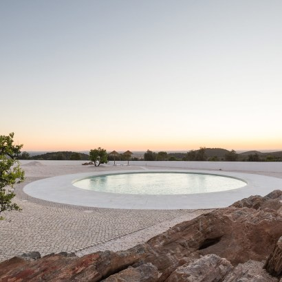 Da Licenca a design luxury hotel in Estremoz Portugal. Suites with private pool and rooms opening to a moon shaped pool.