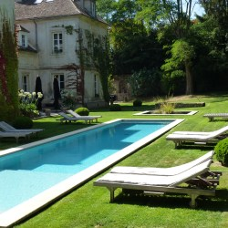 La Minotte is a 17th century house set in a beautiful walled garden nestled in the heart of the medieval town of Monfort L'Amaury, close to the Ravel Museum.  It offers a quiet haven for those seeking comfort, good food and relaxation with its heated pool.