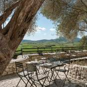 I got all excited when I explored the website of newly opened Finca Serena Mallorca. I had noted it in my list of new hotels with pool in 2019 and it's now ready for booking with special prices for their soft opening in April.