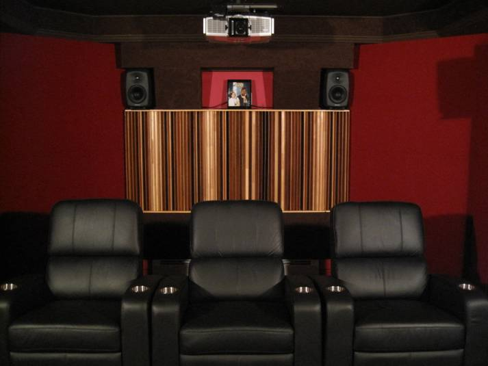 A/V room rear view showing the main quadratic diffuser, rear surrounds and projector