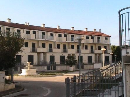 Una costruzione disabitata al residence Mengoni.