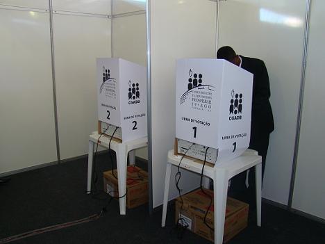 Convencionais votaram em duas urnas
