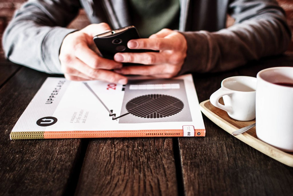 smartphone-coffee-and-a-book