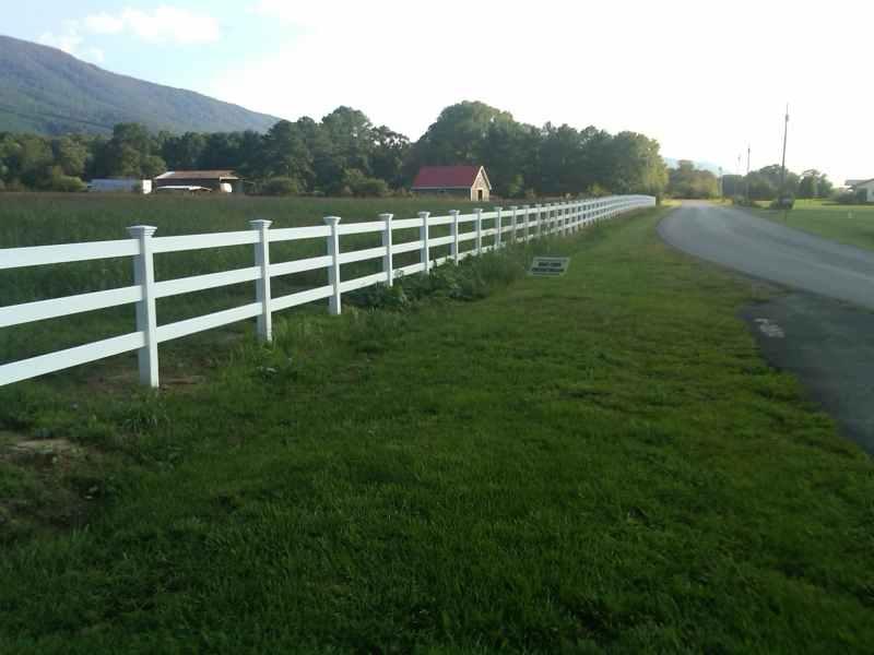 vinyl perimeter fence